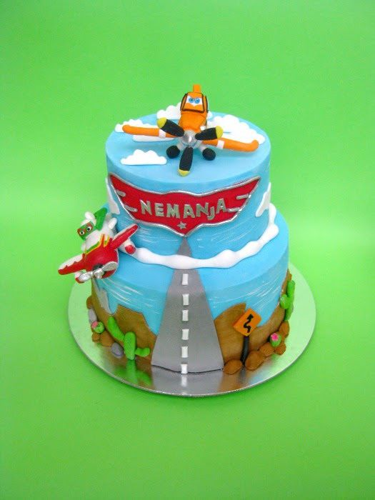 17 best ideas about planes cake on pinterest planes for Airplane cake decoration