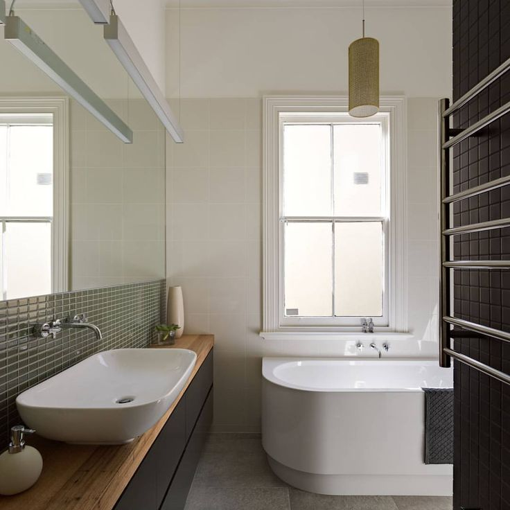 Love this #bathroom from #MAKEArchitecture in Melbourne. The Axa Uno Above…