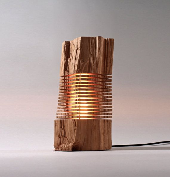 Sculpture sur bois récupéré illuminé Art