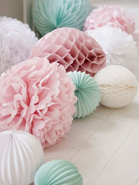 For your baby shower party, decorate the floor with paper decorations such as accordion lanterns, honeycomb lanterns and tissue paper pom poms