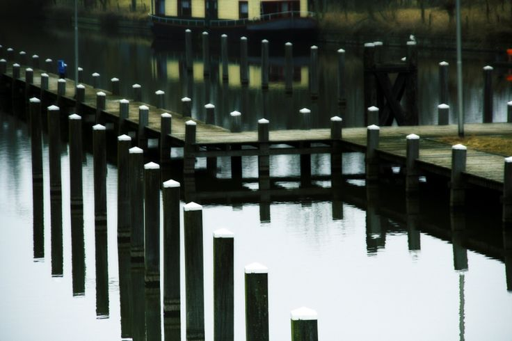 Mooring-posts and theri reflections in the harbour. Nice composition. #Photo Harmke Paulides