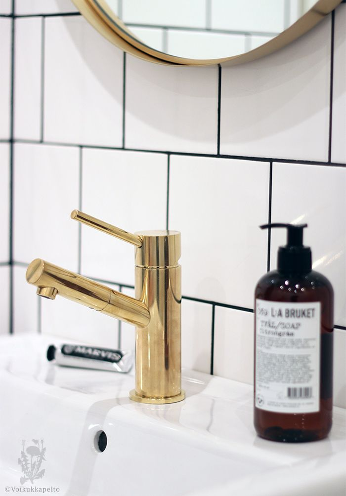 My upstair´s bathroom #tapwell #brass