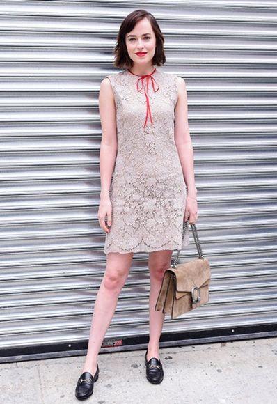 A nuestros ojos, Dakota Johnson nunca hizo pasos en falso. No te pierdas su último look urbano con unos cómodos mocasines.   Mocasines LOCK UP de ASOS: