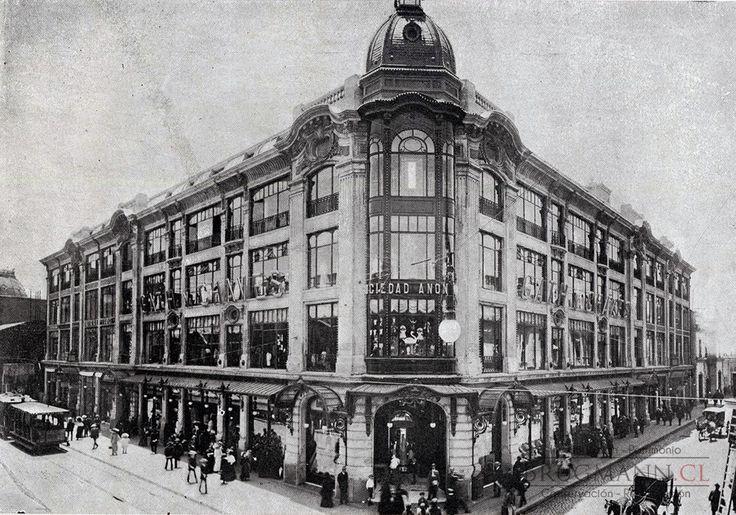Edificio de la Tienda Gath & Chaves, demolido en la década de 1950. Fotografía en Álbum Vistas de Santiago, 1915.