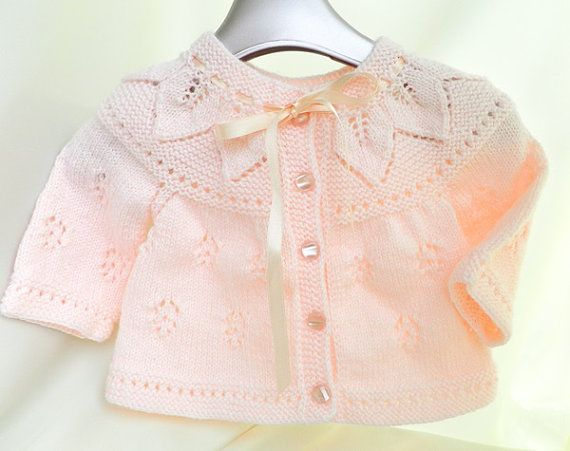Knitted baby sweater in peach color n Trico Adulto e bebe on Pinterest . Vera Lucia Silva 9