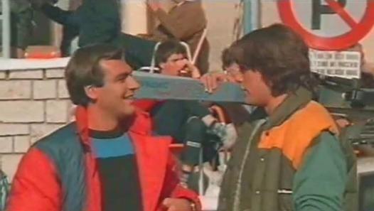 Guarda il video «Vacanze Di Natale 1983 - Christian De Sica & Massimo Boldi 1°Tempo» caricato da Bimbo su Dailymotion.