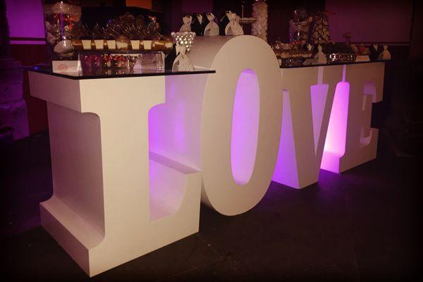 Letras gigantes para boda con Dilo en Grande #bodas #ElBlogdeMaríaJosé #Letrasgigantes #Tendenciaboda #Decoraciónboda