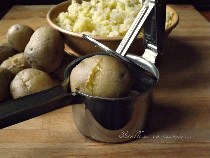 Schiacciare le patate senza pelarle