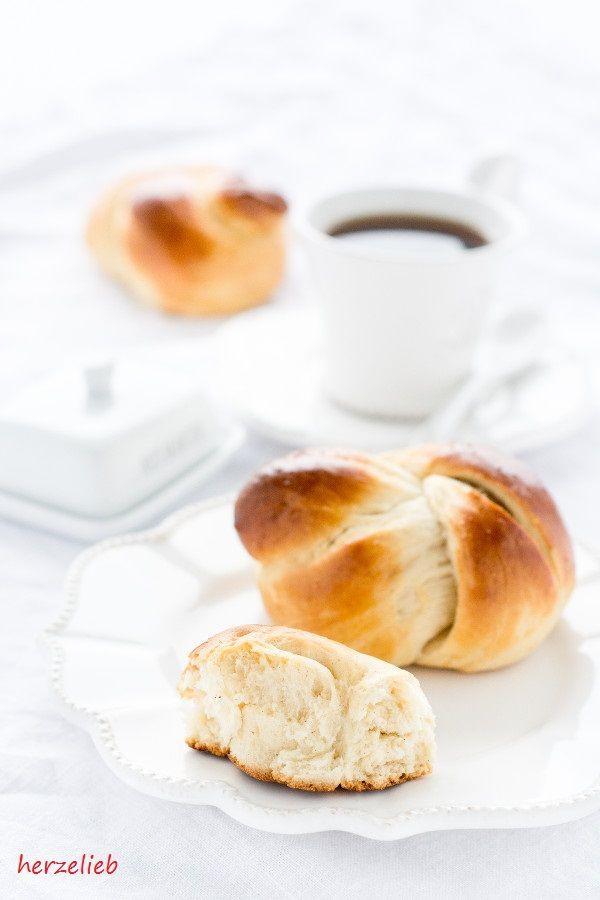 Guldstycken sind duftige Brötchen, die mit gezuckerter Kondensmilch gebacken werden. Ganz einfach und schlicht - wäre das was?  Guldstycken- mit Kondensmilch herrlich fluffig von  herzelieb  Backen, Brot, einfach, Kuchen, leicht, Rezept