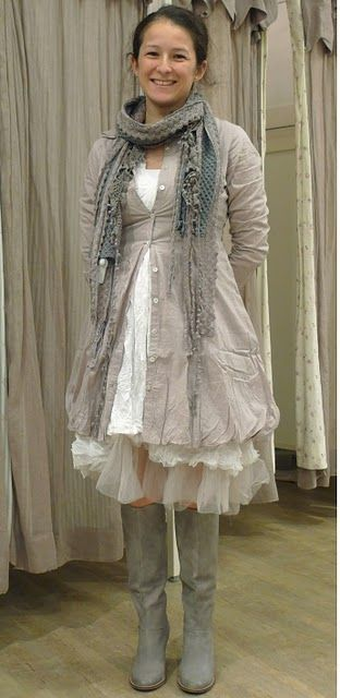 Finkunde: Modern Victorian Outfits, Fashion Smashion, Fashion Plates, Cute Outfits, Grey Boho Dresses, Bohemian Fashion Style, Boho Style, Beautiful Clothing, Inspiration Clothing