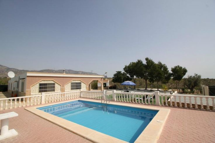 Reduced to 155000€ This 4 bed house has a nice sized lounge and dining area with a wood burning stove and oven overlooking the pool and gardens. Ref: Alba JPH