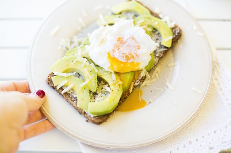 Raspberry Essence : Comfort food // Avocado & poached eggs