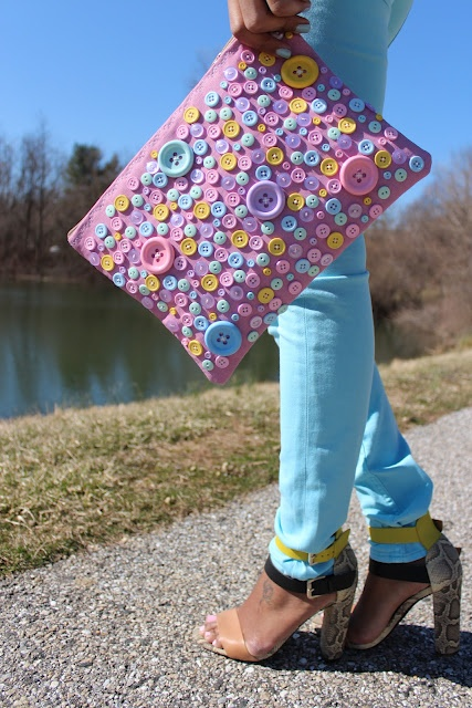 idea for a bag: Buttons Crafts, Diy Boton, Buttons Art, Buttons Clutches, Accessories Bags Footwear, Diy Crafts Upcycled, Details Dresses, Bags Clutches Pur, Bags Sho