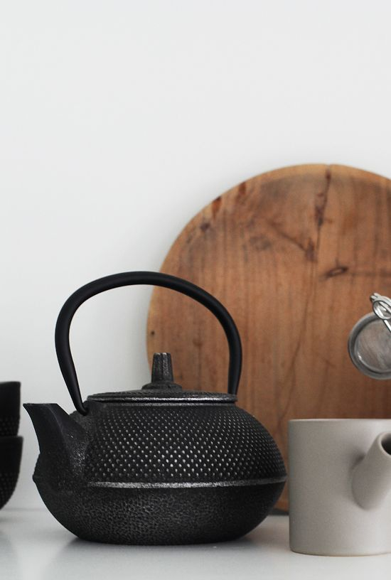 elisabeth heier | kitchen | white | minimalist | clean | contemporary | details | black | teapot