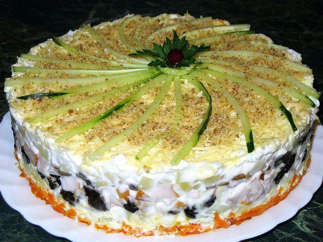 Самые вкусные рецепты слоеных салатов с пошаговым действием