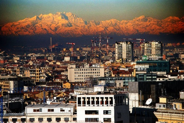 A windy day from Terrazza Martini: mountains nearby Milan.