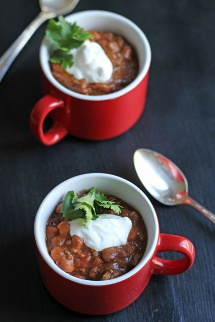 This Easy Slow Cooker Chili really is easy. Cook up meat and onions, open some cans, dump some spices, and walk away. So good!