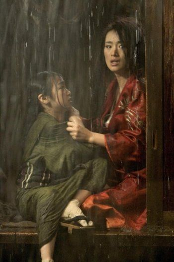 Suzuka Ohgo and Gong Li in Memoirs of a Geisha directed by Rob Marshall, 2005