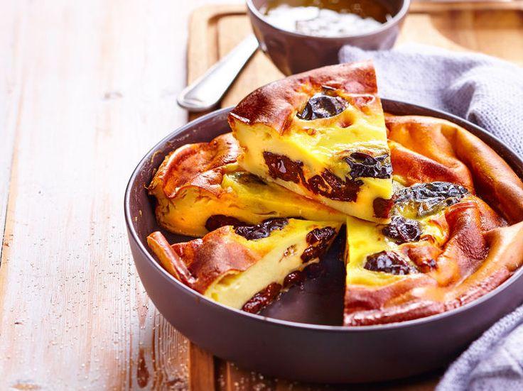 Dessert emblématique de la Bretagne, le far aux pruneaux se prépare en un tour de main et régale petits et grands.