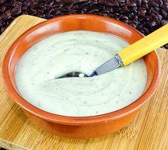 Sauce au roquefort   Envie de bien manger. Plus de recettes ici : http://www.enviedebienmanger.fr/recettes/sauce