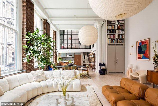 Elsa Hosk Walks Arm In Arm With Beau Tom Daly In Nyc Nyc Loft Loft Living Soho Apartment