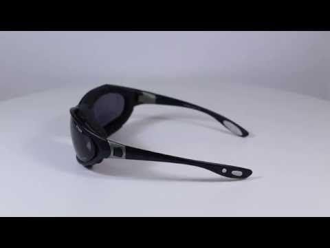 R2 AT030 sport napszemüveg (cat.3) Fekete színű polikarbonát keretes sportnapszemüveg. A napszemüveg UV 400 bevonattal  blokkolja a szemet a nap káros UV sugárzásaitól. OLVASS TOVÁBB!
