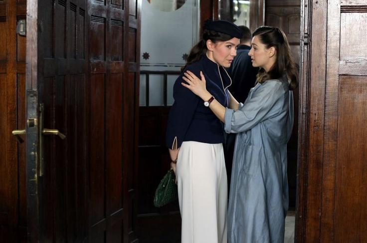 Lena wypytuje Celinę o los reszty przyjaciół (fot. Monika Zielska/TVP)