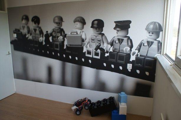 LEGO versie van de beroemde foto 'lunch a top a skyscraper'. Afbeelding geprint op behang.