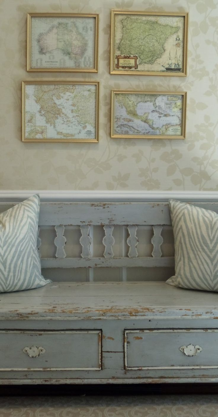 *love* that bench, would work nicely in the foyer