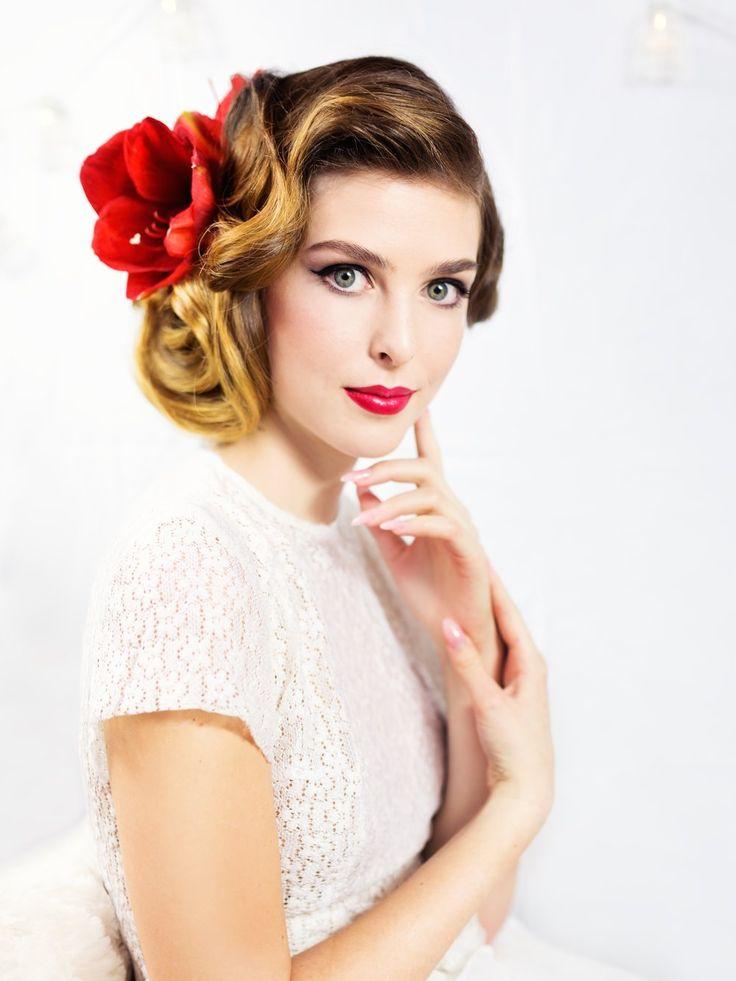 Bridal Make-up and Hair Style. Wedding Photo: Nikol Obrova