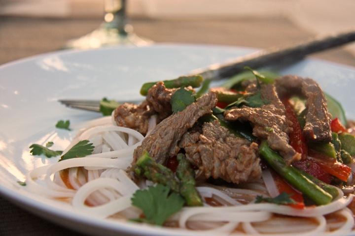 Thai beef curry with asparagus via www.nomoretogo.com
