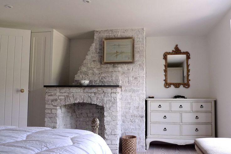 291.05  Vine Cottage - light white wash brick