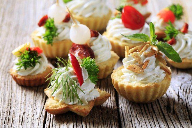 Bouchées aux amandes et chantilly salée, voir la recette des bouchées aux amandes et chantilly saléeC'est l'heure de l'apéritif...
