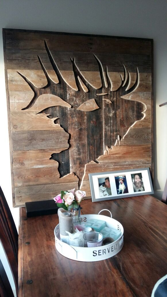 Elk silhouette in wood. DIY Pallet art
