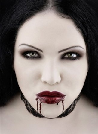 neve rmind that she's a vampire. I really like her eye makeup