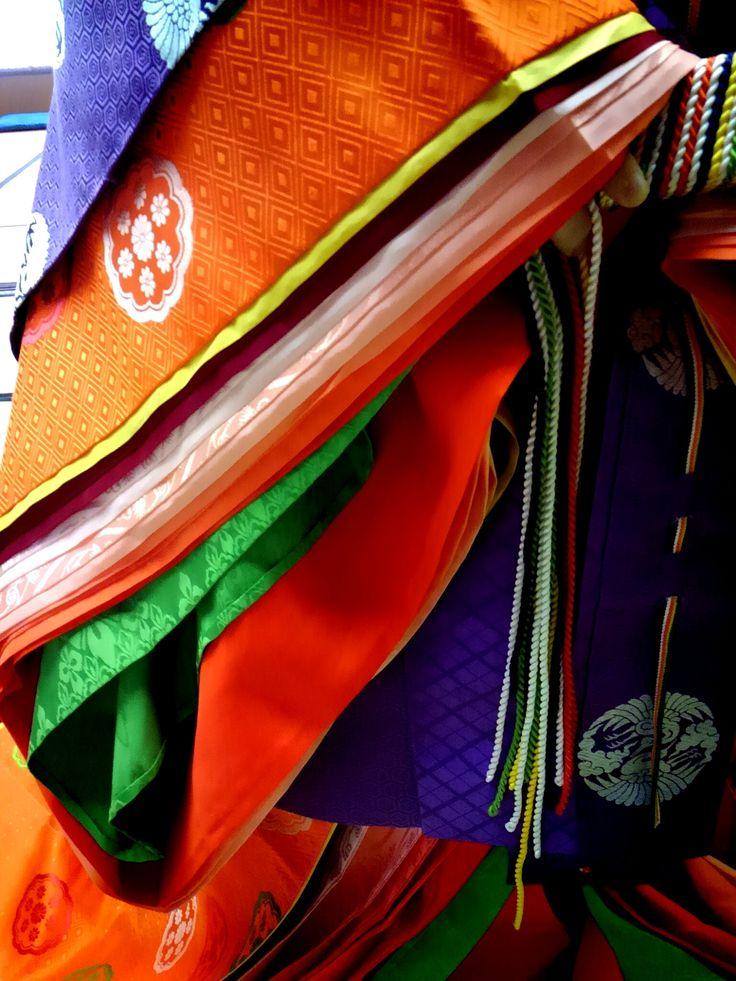 A closeup of the layers of a junihitoe color combination.
