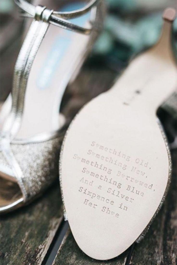 An ihrer Hochzeit soll nichts schiefgehen? Wir erklären Hochzeitsbräuche, wie Brautstrauss & Reis Werfen, Polterabend, Brautjungfern und Ehering-Tausch.