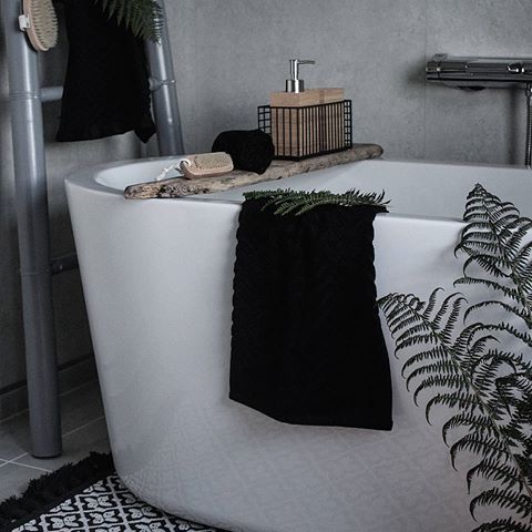 Helgene går så altfor fort! Skal nyte siste kvelden til det fulle 🌿   ______________________________    #interior #interiør #inredning #inredningsdesign #rustic #bad #baderom #bathroom #bath #bathtub #nordic #nordichome #nordiskahem #vakrerom #finahem #interior123 #interior2all #interior4all #inspo #interiors #hellinterior1 #passion4interior #picoftheday