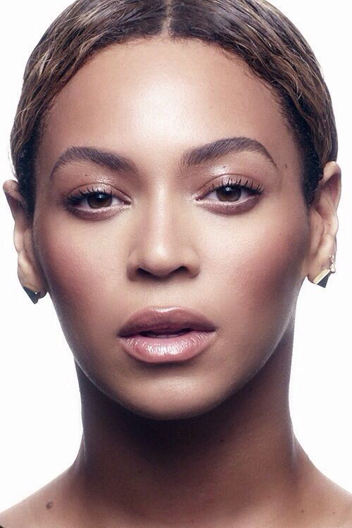 "Beyonce - Much like her song, she does indeed look ""Flawless."" But did she 'wake up like this?' Doubtful. Gorgeous shot, though."