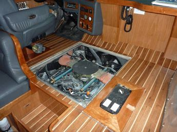 With the passenger seat removed and the hatch off, there is excellent access to the engine upper. All of the engine area was sound and heat insulated prior to reinstallation of the engine.