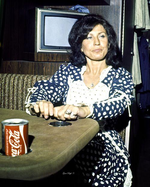 Loretta Lynn on tour (1975)
