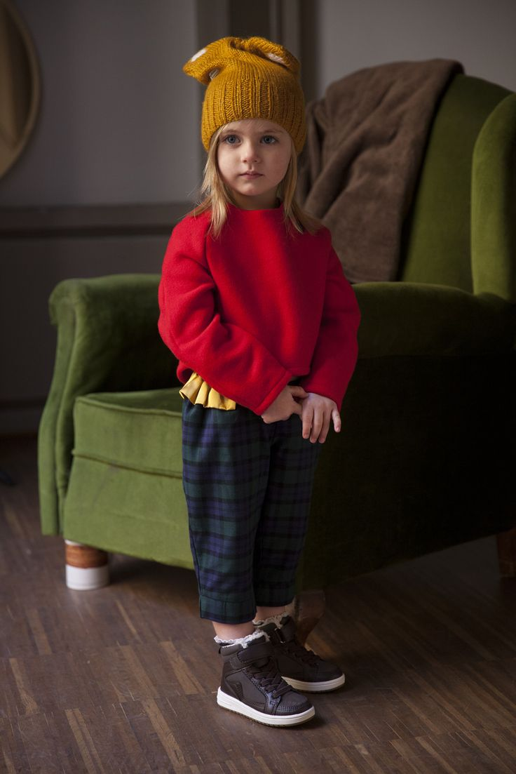 "RED SONG SWEATER  AW15-SU0074  50% OFF + FREE SHIPPING FOR ORDERS OVER 50 EUR WITH CODE ""FREE"" ON CHECKOUT  Red Wool sweater with tartan detail inside and black wooden buttons on the side.   To keep your baby warm!!  80 % WO 20% PA"