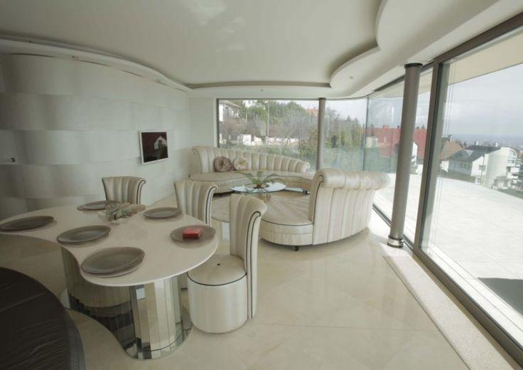 Különleges formák letisztult színek, minimál - Special shapes, bright colors, minimal house Családi ház, villa eladó Guggerhegy 600 m² - HomeHunters - Ingatlanok