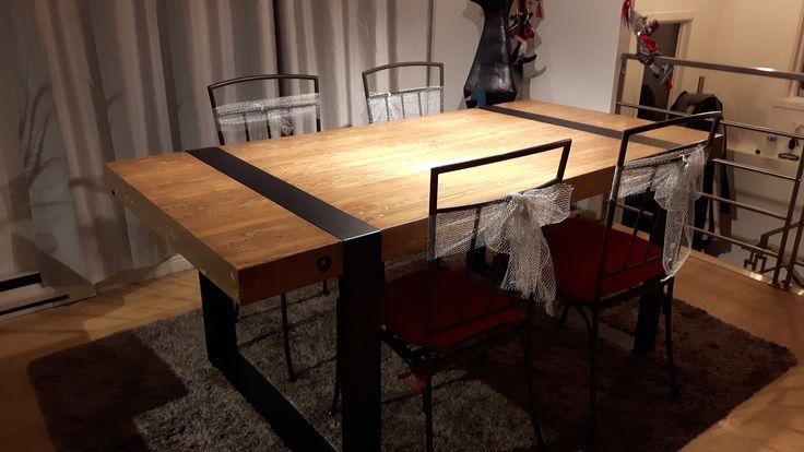 Table Maud, Épinette et acier