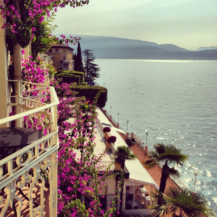 Marvellous view from our balconies overlooking the lake #grandhotelgardone #lagodigarda #lakegarda #gardasee #lacedegarde