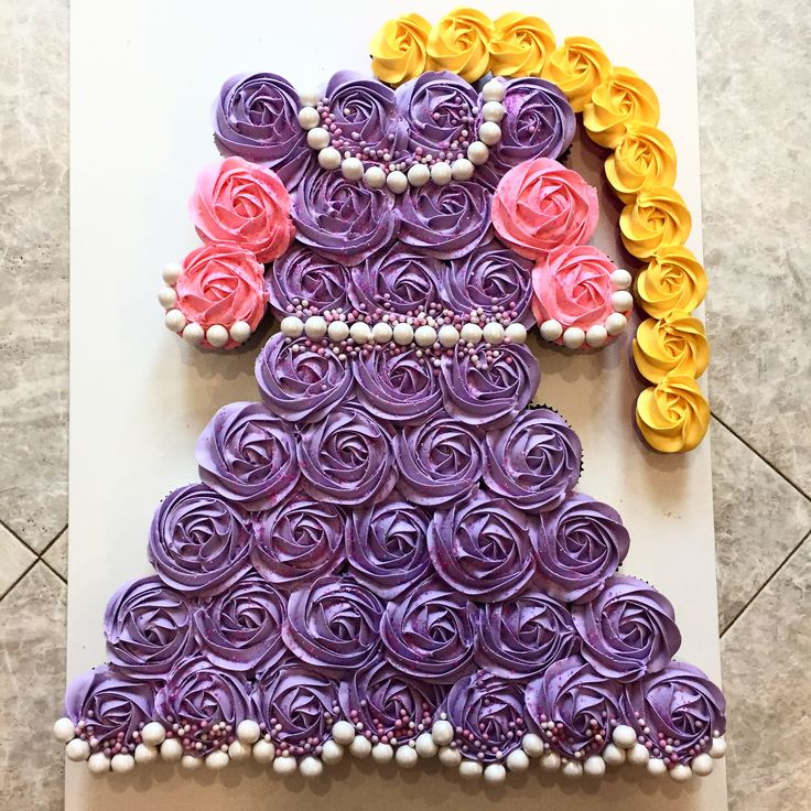 Rapunzel cupcake cake