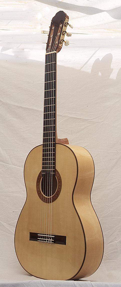 Rohan Lowe spanish guitars, handmade classical and flamenco guitars in the tradition of Antonio de Torres - Flamenco/Santos-Hernandez