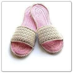 Pantuflas a crochet, esquema incluye agregado de suela de cuero. Crochet slippers with leather sole.