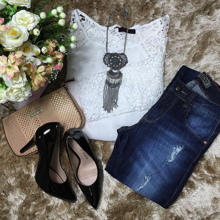 Blusa com renda  calça jeans rasgadinha  bolsa  colar disponíveis no site http://ift.tt/PYA077.