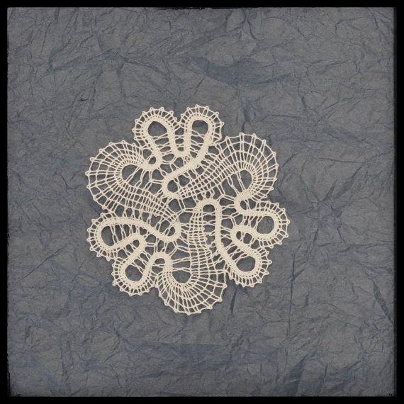 Flower paličkovaná čipka, slovinskom čipky, Idrija paličkovanie, vankúš čipky, biely kvet čipka